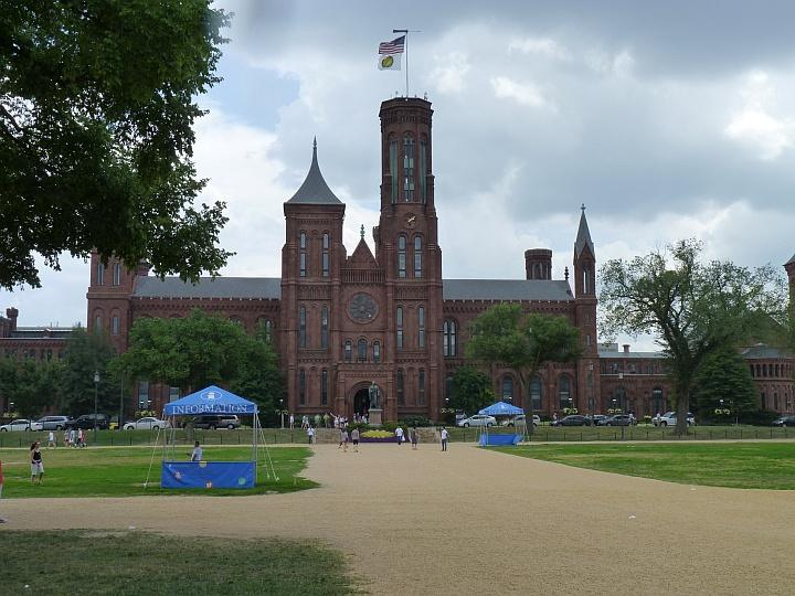 Smithsonian-Institute-The-Castle