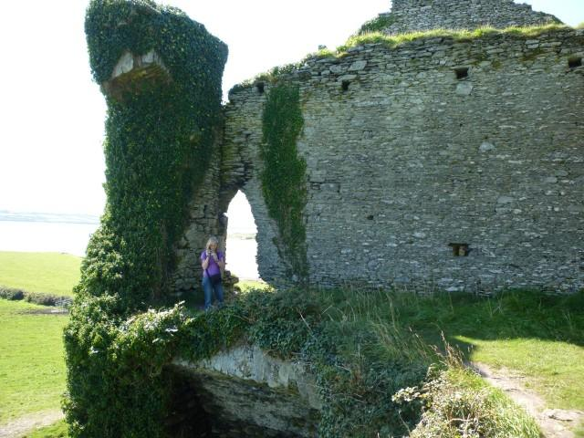Karin auf dem Bellycarberry Castle