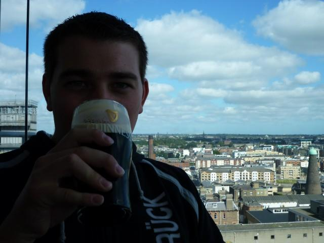 Oli in der Gravity Bar im Guinness Hop store
