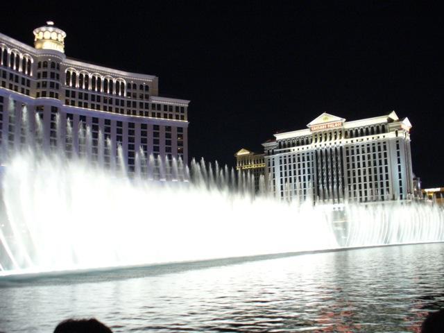 Wasserspiele im Hotel Belagio Nachts