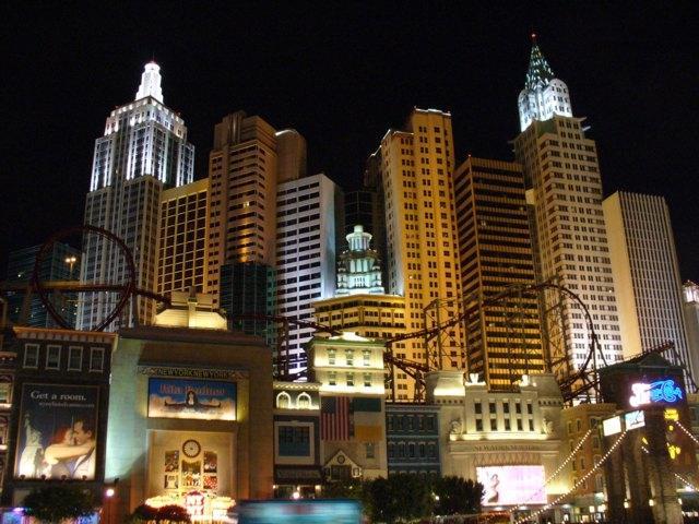 Hotel New York bei Nacht