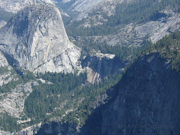 Blick vom Glacier Point auf einen Wasserfall